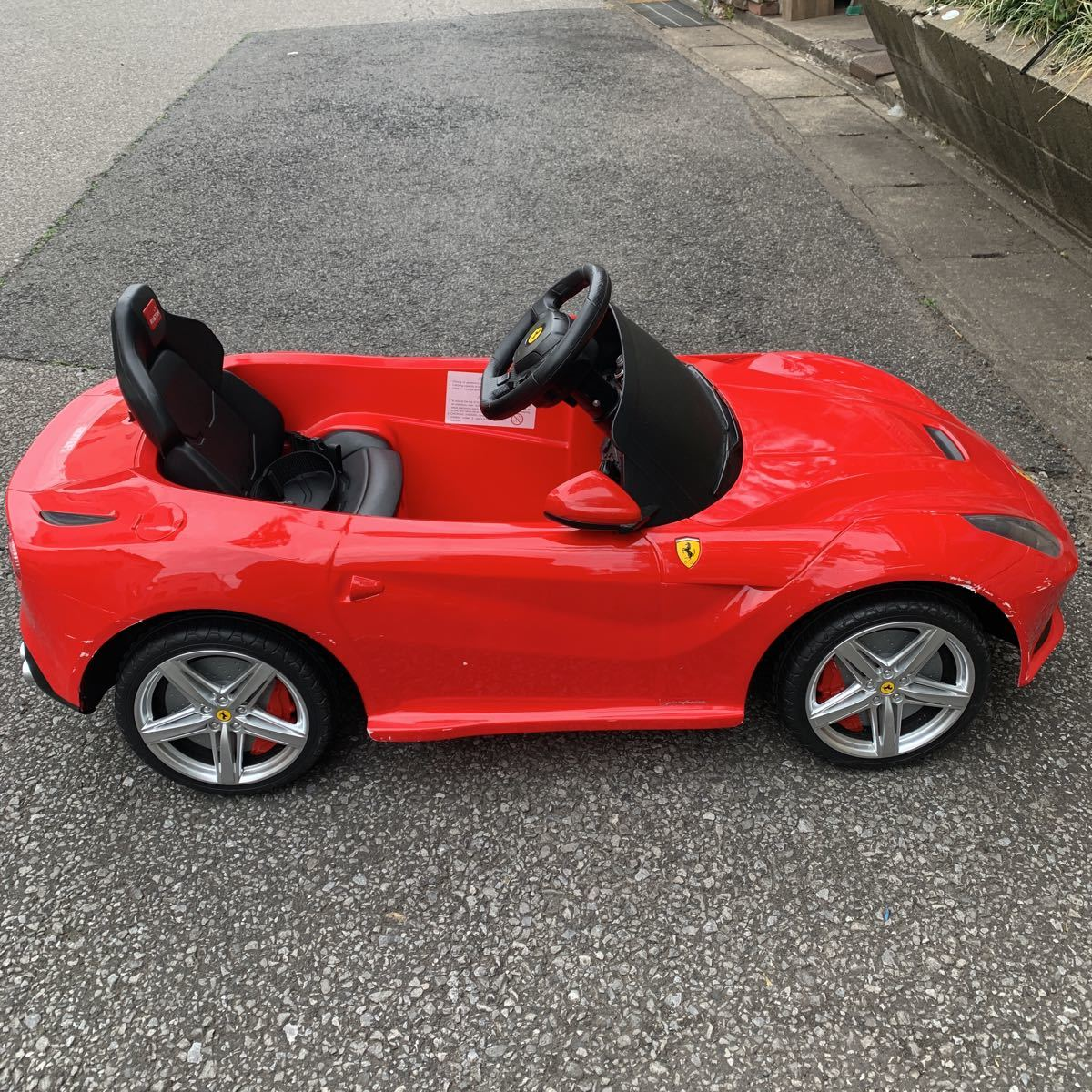 ★ジャンク品 傷スレあり 全国発送可能 フェラーリ 電源入らない ラジコン操作可能 Ferrari F12 berlinetta 電動乗用玩具 ラジコンカー★