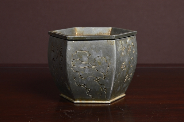 在銘 玉山刻 漢詩 草花 霊石彫 古錫六角建水 煎茶道具