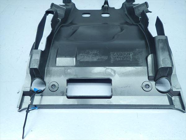 βBB09-4 スズキ スカイウェイブ250S-3 CJ46A (H26年式) 純正 シート下 インナーカウル 割れ無し!_画像6
