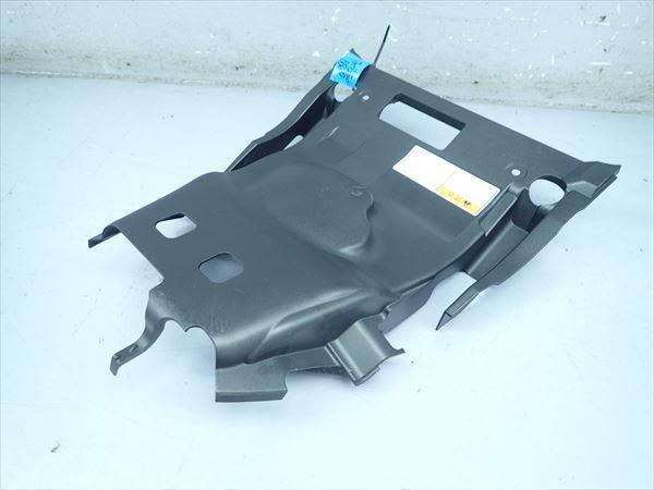 βBB09-4 スズキ スカイウェイブ250S-3 CJ46A (H26年式) 純正 シート下 インナーカウル 割れ無し!_画像3