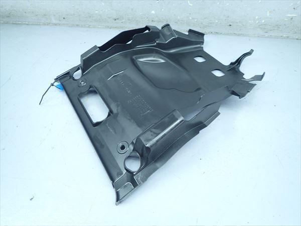 βBB09-4 スズキ スカイウェイブ250S-3 CJ46A (H26年式) 純正 シート下 インナーカウル 割れ無し!_画像5