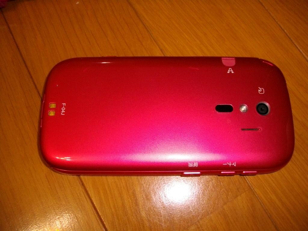 ★送料無料!中古 らくらくスマートフォン4 F-04J 富士通_本体ウラ