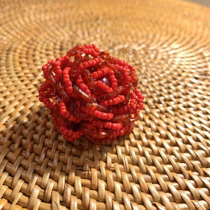 【送料無料】【ハンドメイド】ビーズリング*フリーサイズ*赤いお花*プレゼントにも*_画像4