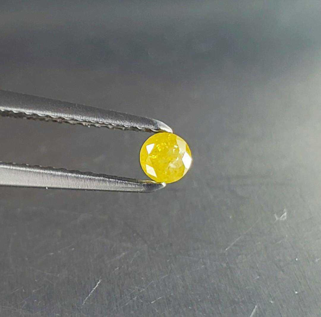 直径3mmの『 Fancy Intense Yellow 』or『 Fancy Deep Yellow 』☆濃厚な超稀少カラー☆天然未処理のダイヤ☆0.125ct_画像1