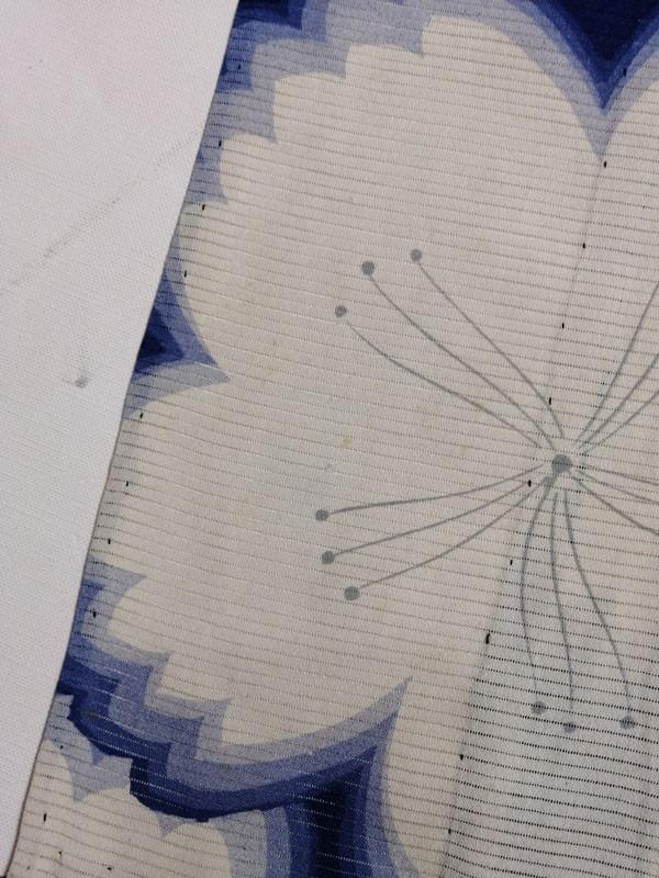 きものさらさ アンティーク 着物 絽 夏着物 青地に桜 大正ロマン モダン リメイク 材料_画像7