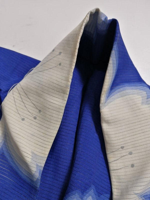 きものさらさ アンティーク 着物 絽 夏着物 青地に桜 大正ロマン モダン リメイク 材料_画像3