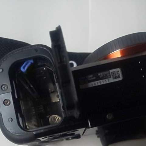 機材整理のため、ソニーα7RとFE 3.5-5.6/28-70 OSSレンズにNP-FW50バッテリー2本を付けて出品します。_画像6