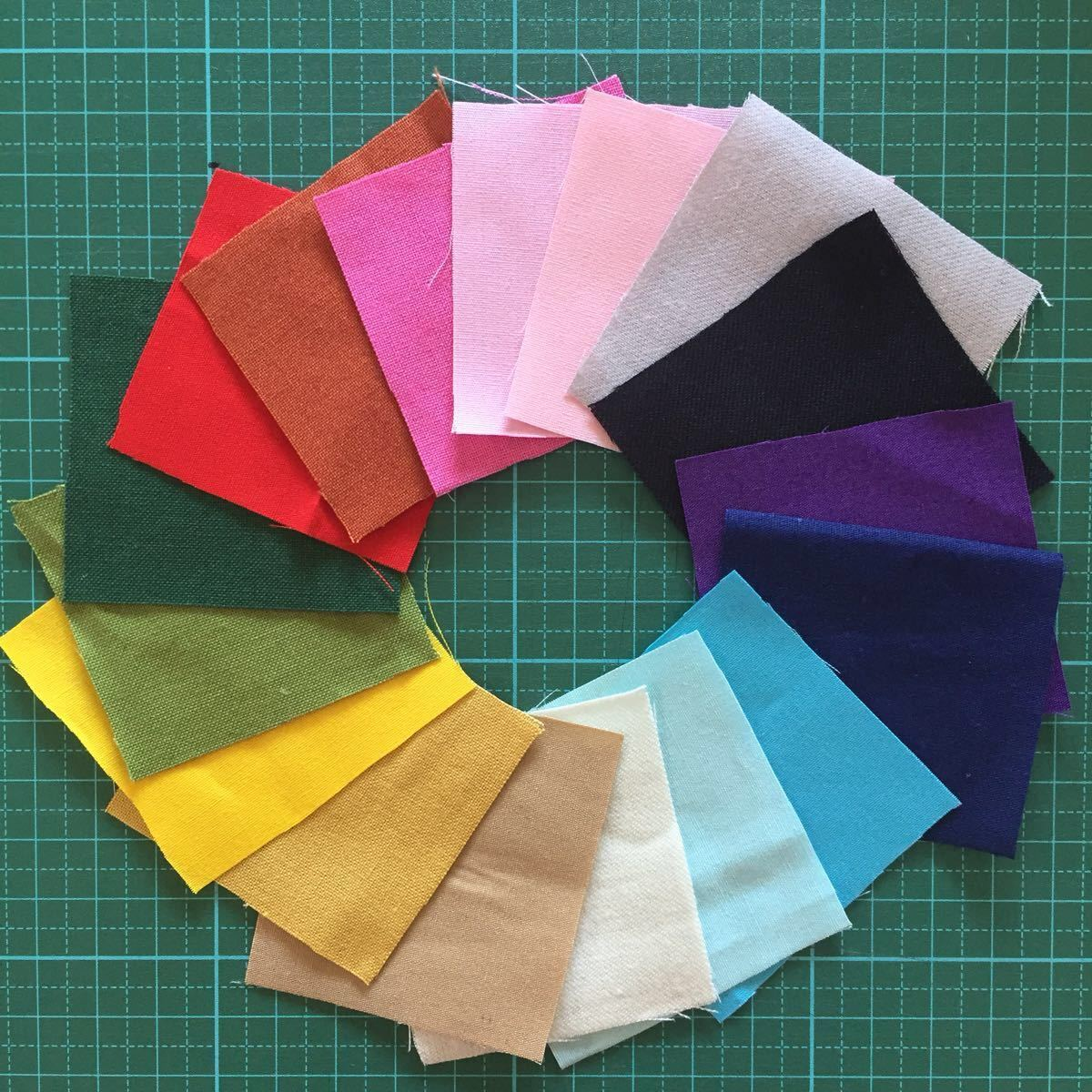 カットクロス計68枚☆5cm×5cm 17色×4枚 無地 カラー 布 はぎれ 虹