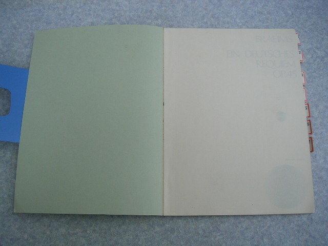 ∞ ブラームス ドイツ・レクイエム 門馬直美、解説 全音楽譜出版社、刊 ●発行年の記載無し● インデックス貼付有り_前ペラに認印が有ったので消して有ります
