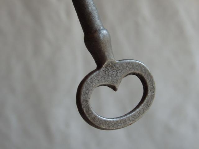 oフランスアンティーク 鍵 1950年 アンティークキー KEY 雑貨 フレンチ 蚤の市 古い 鉄製 ビンテージ 0532_画像3
