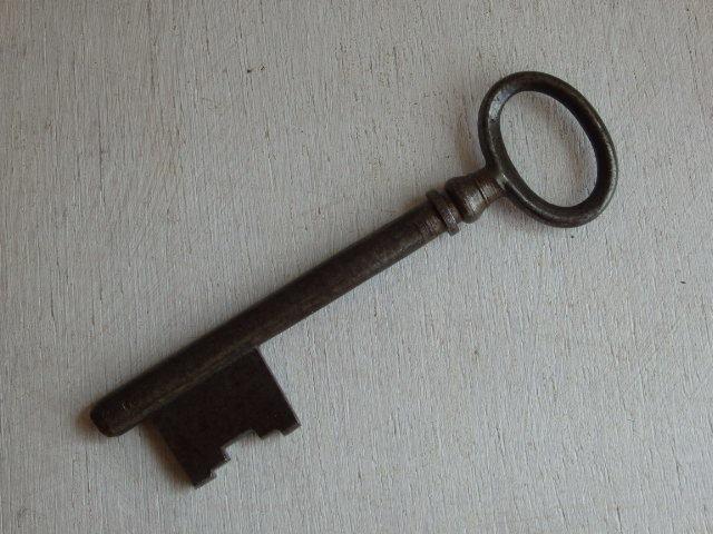 oフランスアンティーク 鍵 1930年 アンティークキー KEY 雑貨 フレンチ 蚤の市 古い 鉄製 0584_画像1