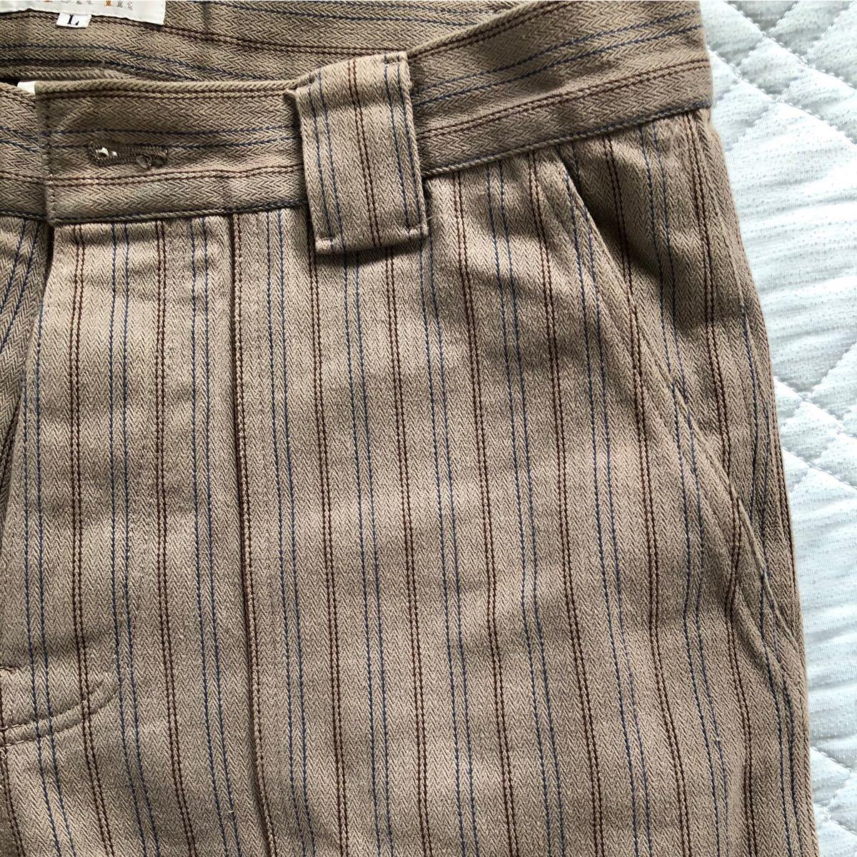 ワークパンツ、裾幅が広いヴィンテージスタイル