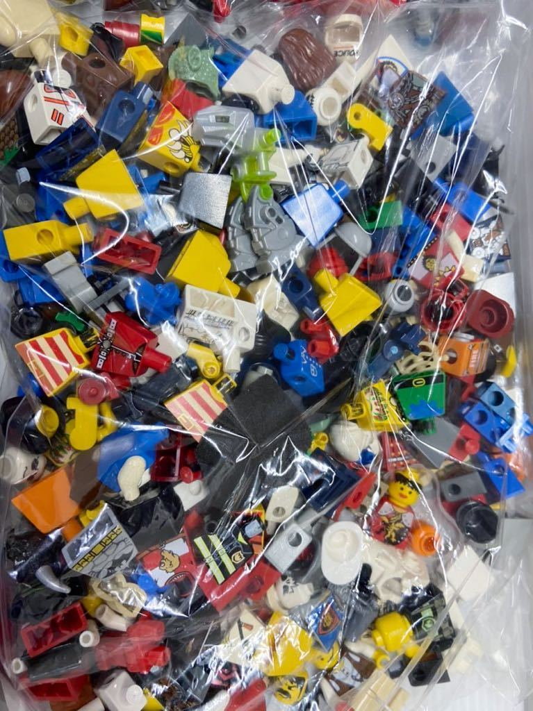 ☆超大量☆ レゴ ミニフィグ パーツ 小物 約1キロ スターウォーズ ニンジャゴー お城シリーズ 南海の勇者 など ( LEGO 人形_画像4