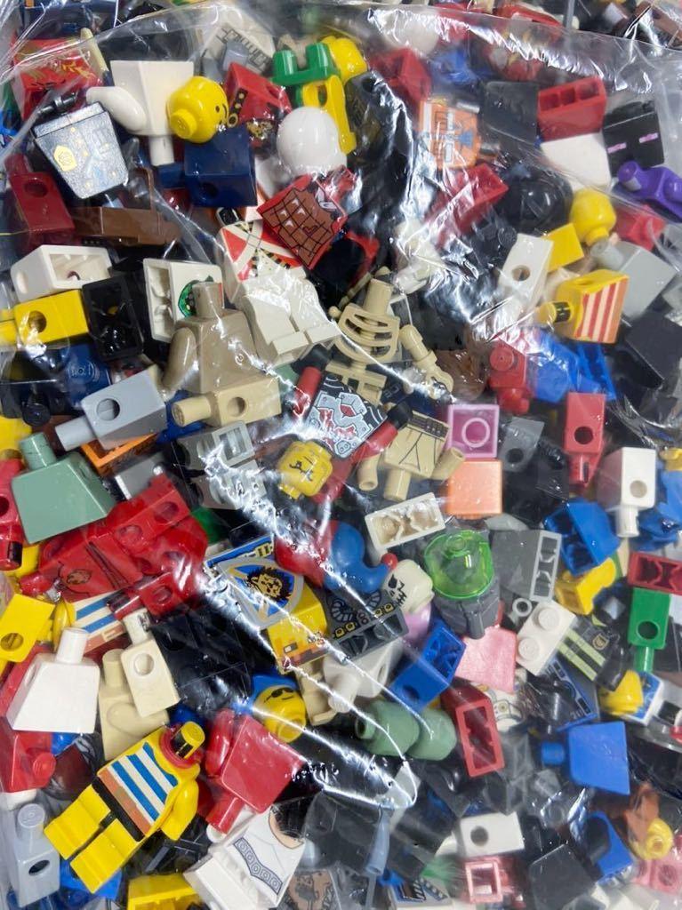 ☆超大量☆ レゴ ミニフィグ パーツ 小物 約1キロ スターウォーズ ニンジャゴー お城シリーズ 南海の勇者 など ( LEGO 人形_画像3