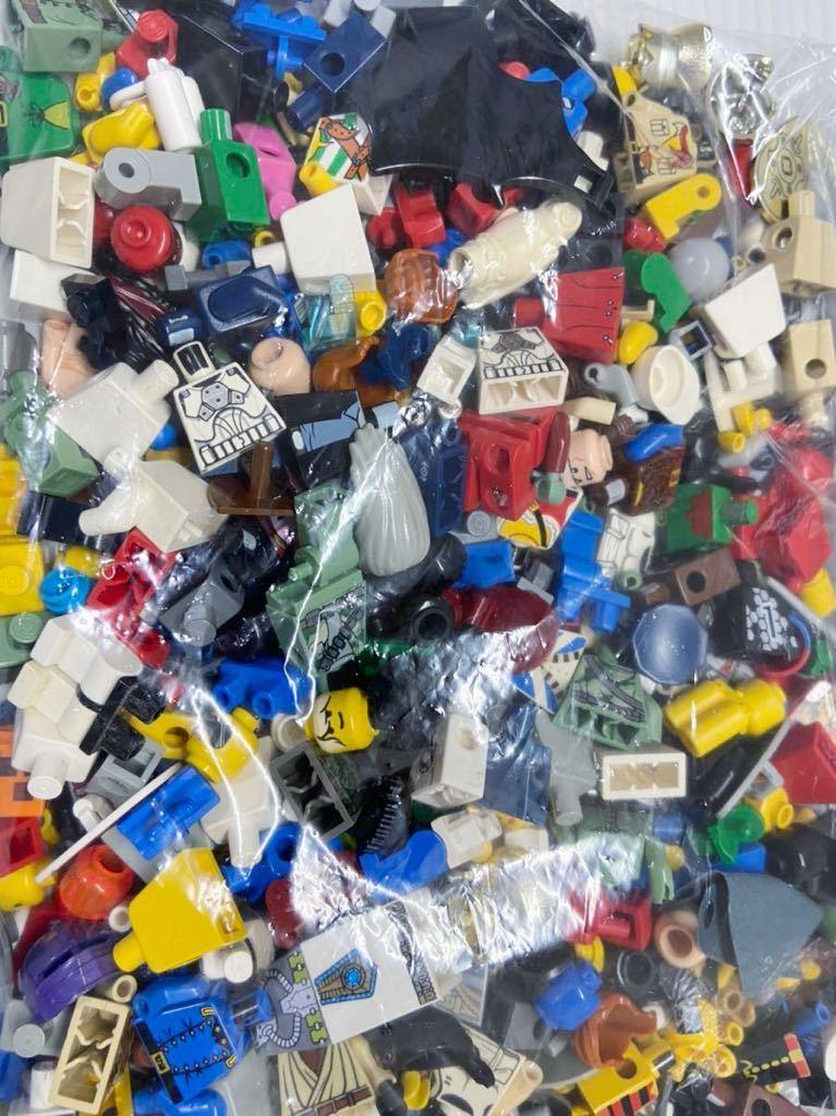 ☆超大量☆ レゴ ミニフィグ パーツ 小物 約1キロ スターウォーズ ニンジャゴー お城シリーズ 南海の勇者 など ( LEGO 人形_画像2