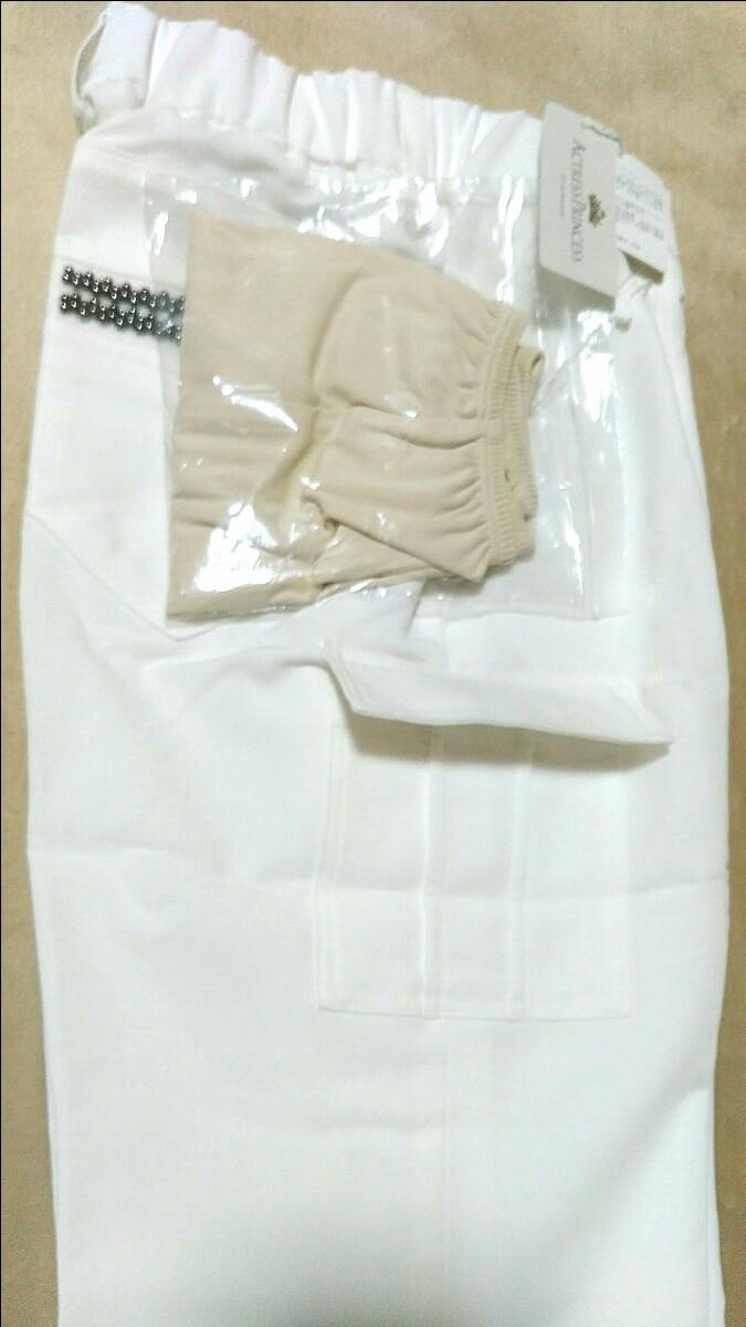 夏カラー   白いパンツ   クロップドパンツ