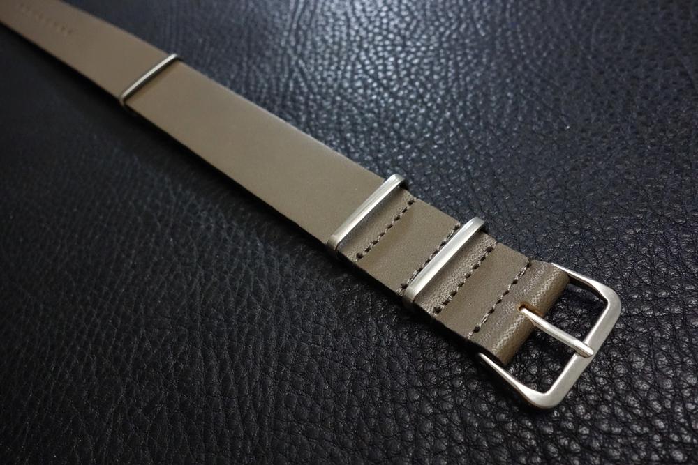 ◆レザーNATO G10ストラップ◆ オイルドカーフレザー カーキ 22mm 強力撥水 新品 日本製 本革 ミリタリー ブレスレット 腕時計ベルト_画像2
