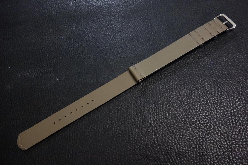 ◆レザーNATO G10ストラップ◆ オイルドカーフレザー カーキ 22mm 強力撥水 新品 日本製 本革 ミリタリー ブレスレット 腕時計ベルト_画像4