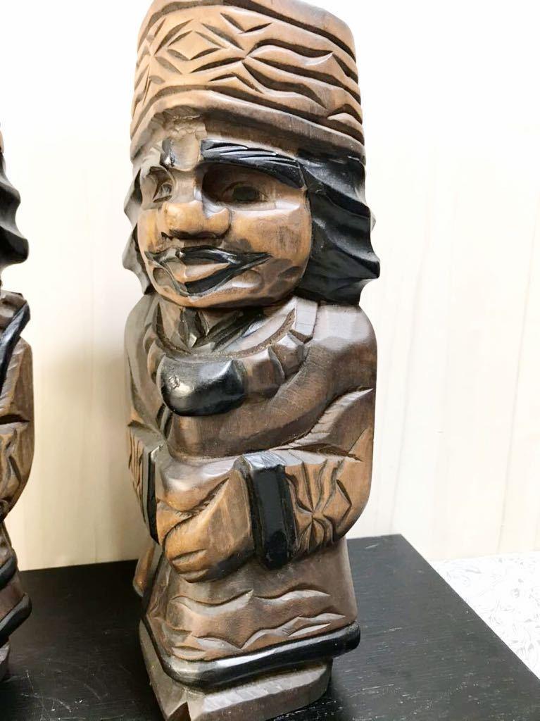 古い 木製 大きめ アイヌ人形 木彫り 一対 夫婦 北海道 二ポポ 31㎝ こけし 郷土玩具 民芸品 お土産 置物 飾り物 レトロ_画像2