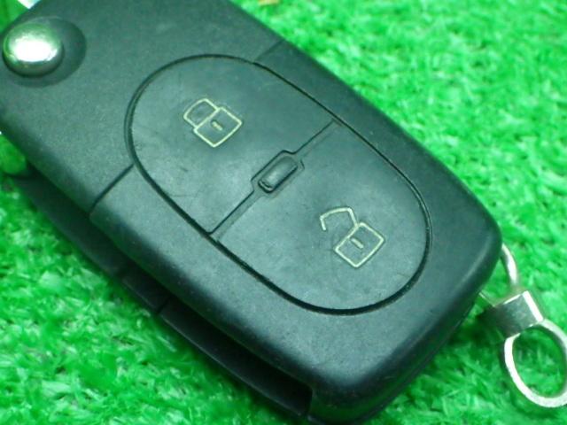 アウディ 純正 スマートキー キーレス 2ボタン 作動確認済み KEY200526031_画像4
