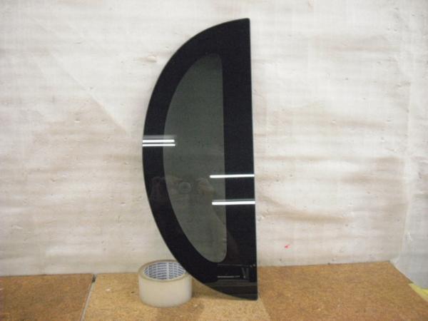 タント L375S クォーターガラス 右 中古品[H202-13170]_画像1