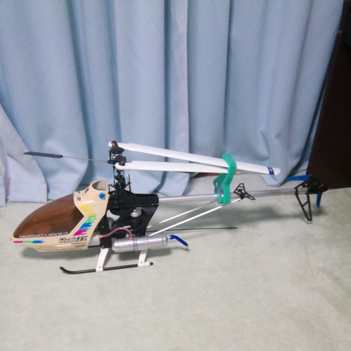 ラジコンヘリコプター エンジン