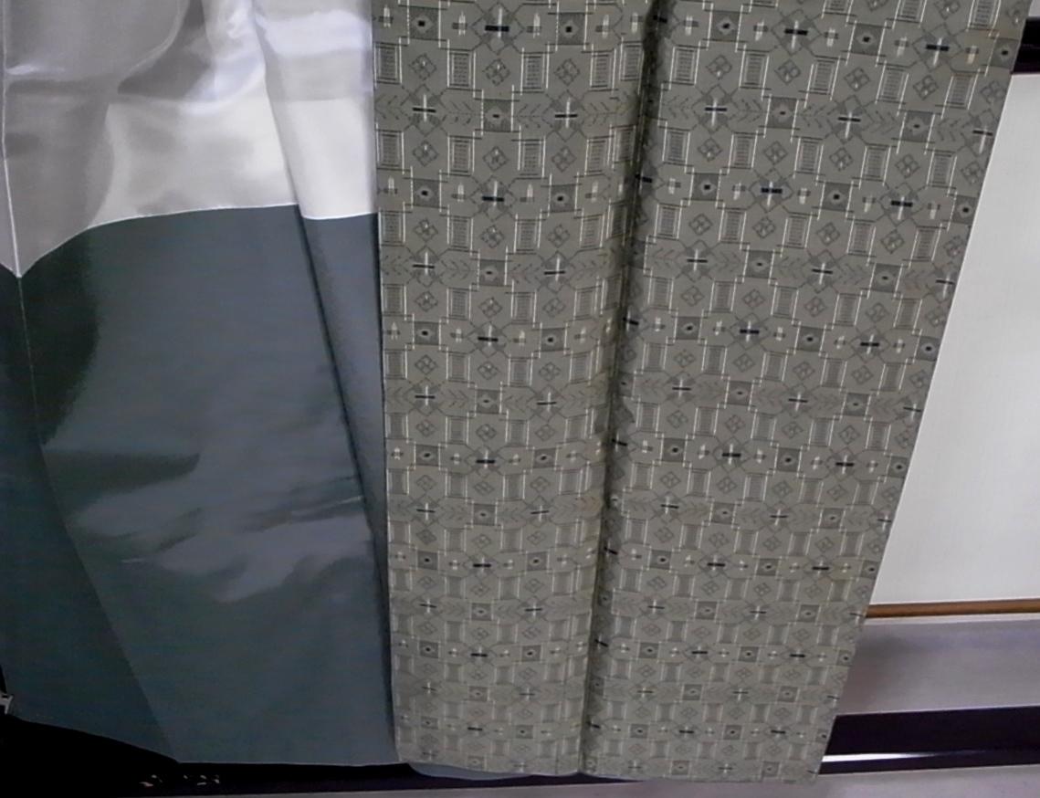 【着物のちさと屋】C536 着物・紬 長着 袷 羽織付き 超美品 正絹紬織 渋緑色・大島風小柄模様 未使用長期保管品_画像4