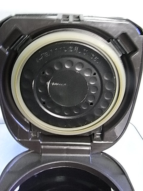 タイガー 土鍋 IH炊飯ジャー(炊きたて) 3合 0.54L JKM-G550T Used 取説付_コーティングの剥れ有、分解して洗えます。