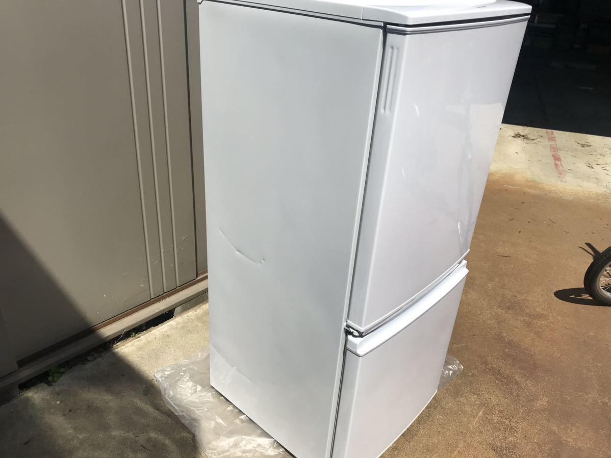 【USED】【期間限定値下げ】SHARP シャープ SJ-D14A-W 冷蔵庫 137L 一人暮らし 単身用 丁度良い! 2ドア冷蔵庫_画像3