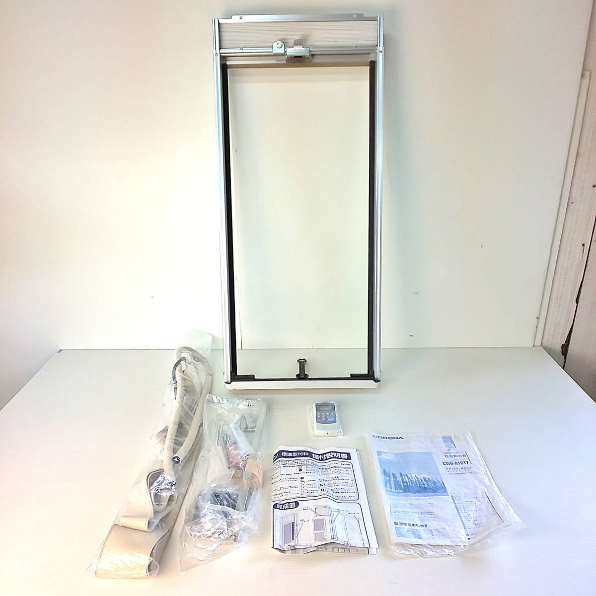 未使用品/2017年製 CORONA ウインドエアコン 窓用エアコン冷暖房兼用 4.5~7畳用 CWH-A1817 換気機能付 窓枠 取説付 付属付_画像2