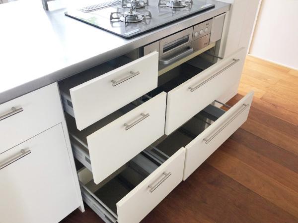 N4710【展示未使用品】エイダイ 高級システムキッチン/ビルトインコンロ/レンジフード/食器棚/カップボード/W2680mm/200万_画像6