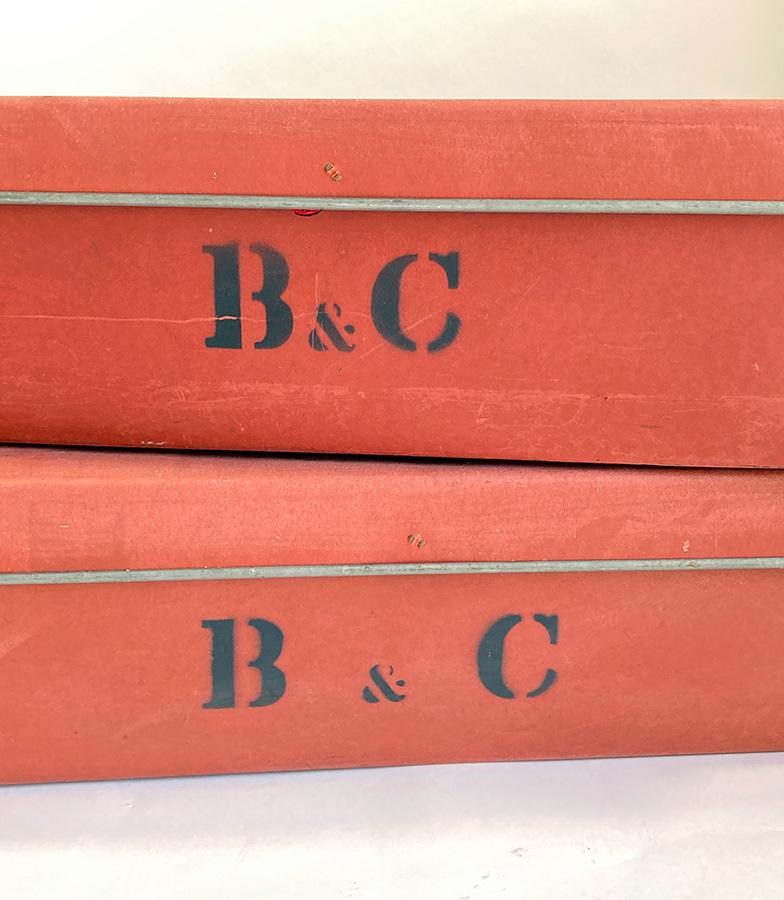 1940's イギリス【B & C】アンティーク 収納ボックス/ビンテージ/ランプ/照明/店舗什器/ハンガー/ラック/棚/ステンシル/O.C.WHITE/テーブル_画像2