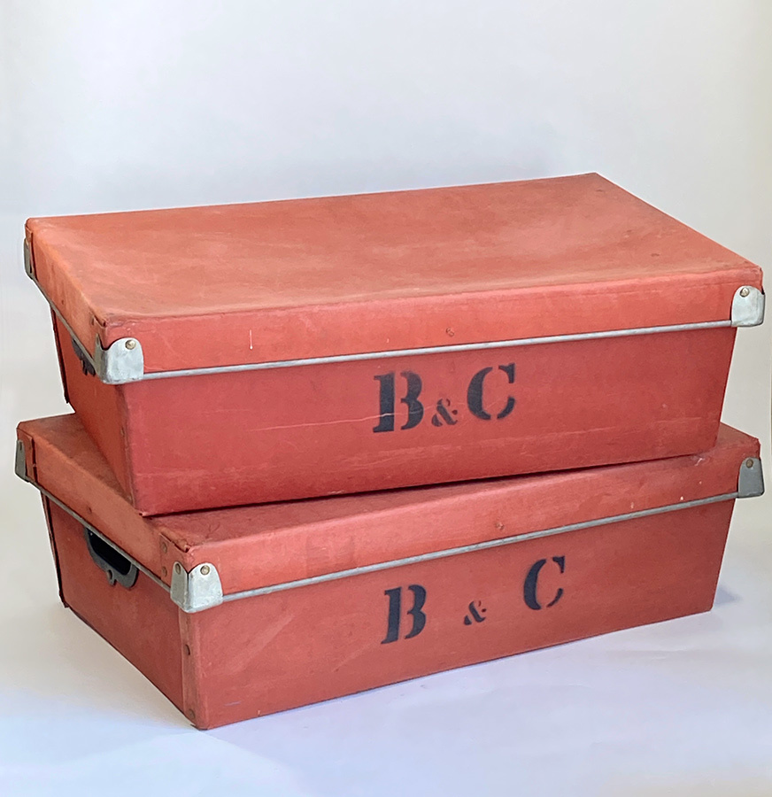 1940's イギリス【B & C】アンティーク 収納ボックス/ビンテージ/ランプ/照明/店舗什器/ハンガー/ラック/棚/ステンシル/O.C.WHITE/テーブル_画像1