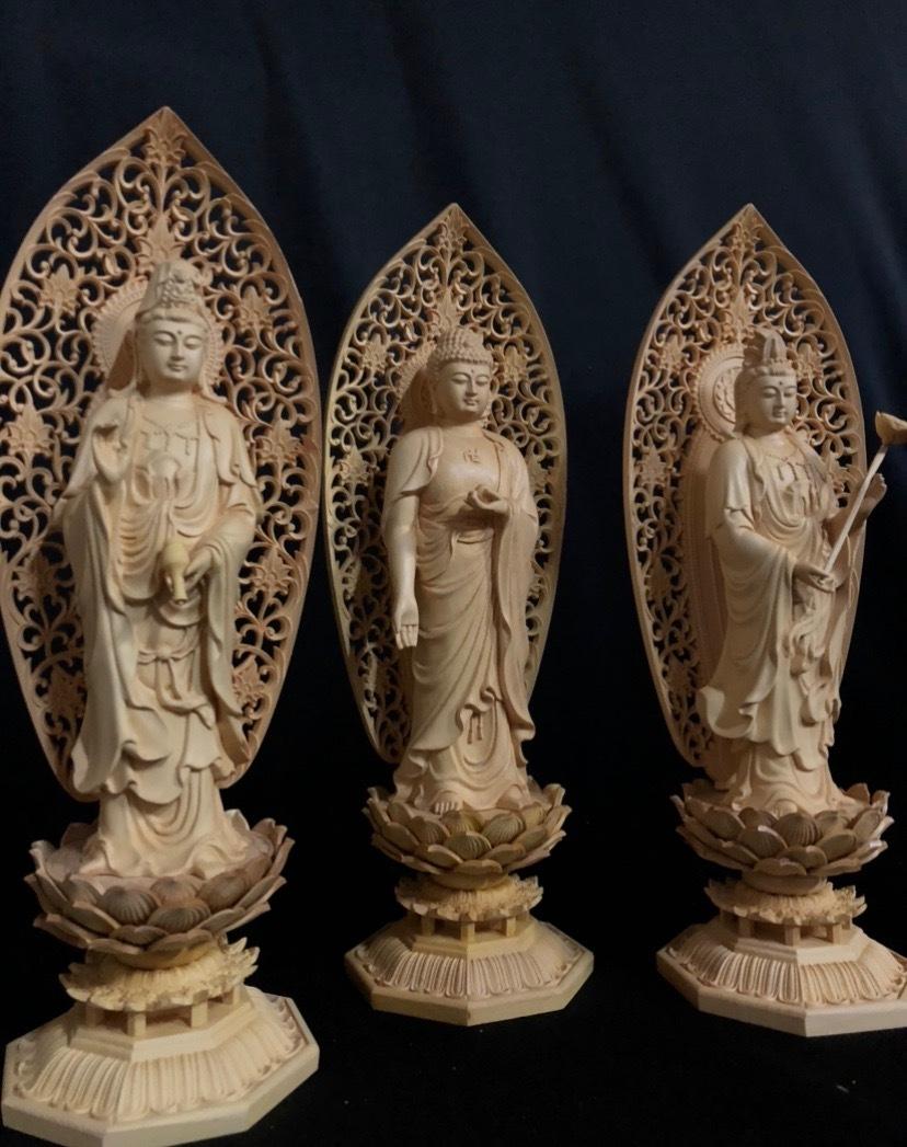 最高級 井波彫刻 仏教工芸品 総柘植材 精密彫刻 極上品 木彫仏教 仏師で仕上げ品 阿弥陀如来三尊立像立像一式_画像3