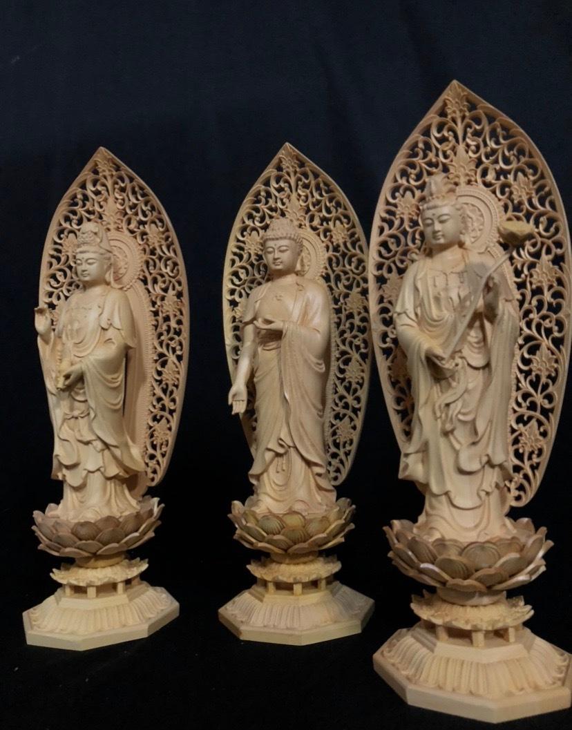 最高級 井波彫刻 仏教工芸品 総柘植材 精密彫刻 極上品 木彫仏教 仏師で仕上げ品 阿弥陀如来三尊立像立像一式_画像2