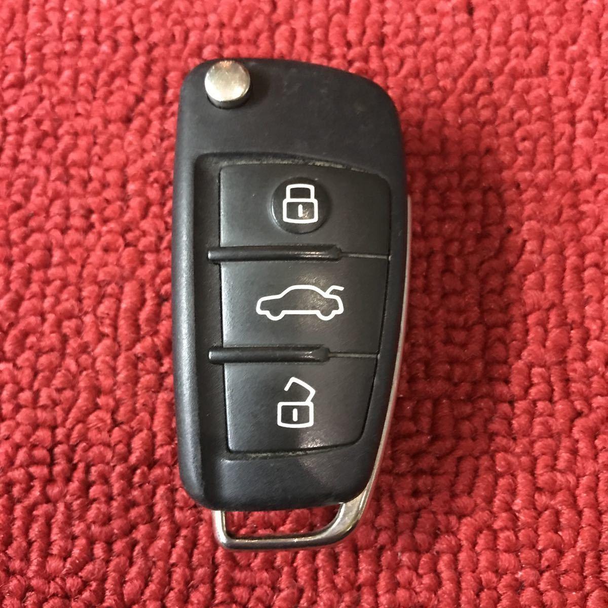 アウディ 純正 キーレス ジャックナイフキー 3ボタン トランクボタン 作動チェック済み GG474_画像1