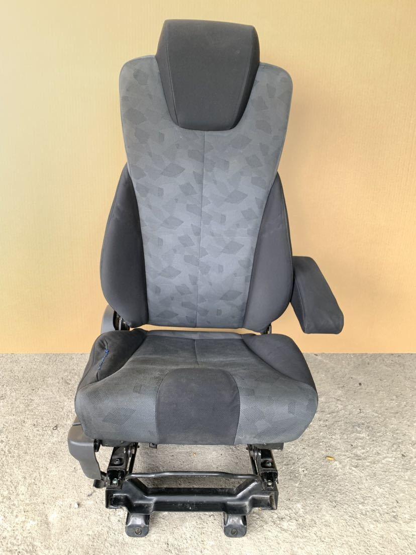 日産 UD コンドル MK38 シート 右 運転席側 ドライバーシート_画像1