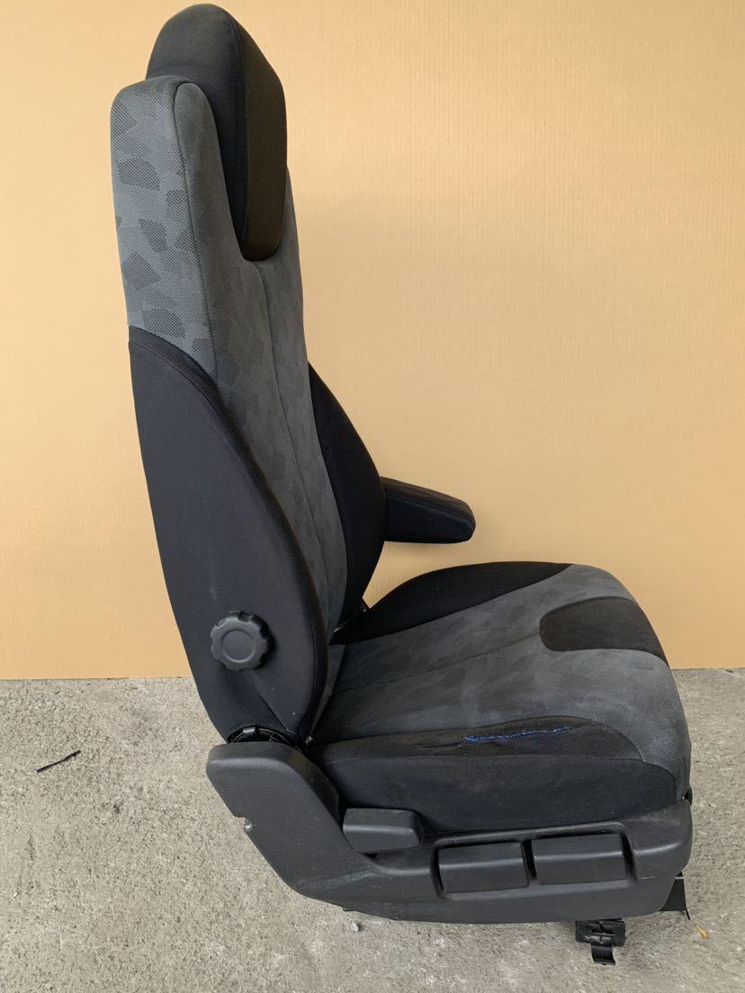 日産 UD コンドル MK38 シート 右 運転席側 ドライバーシート_画像2