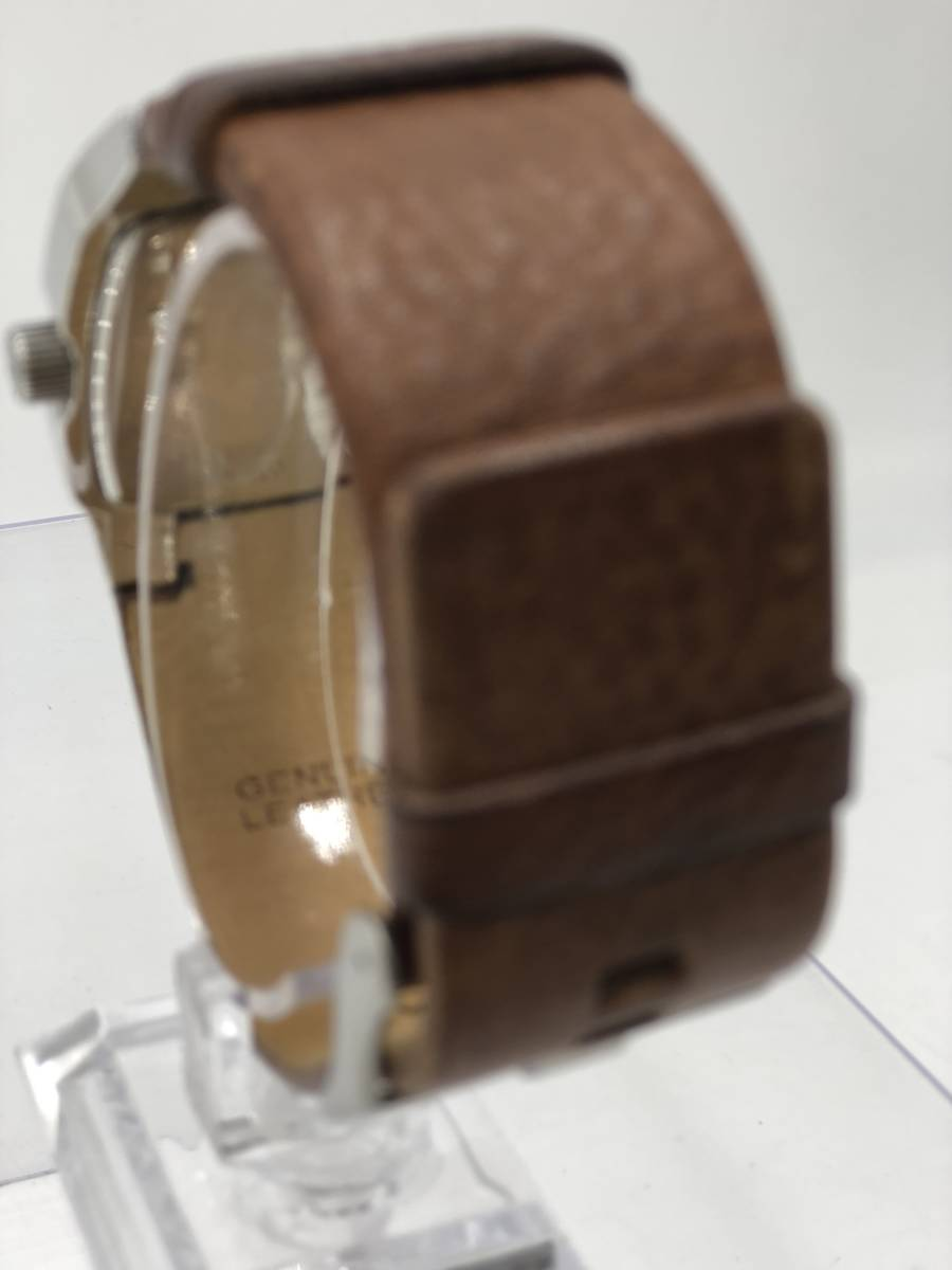 電池交換済み◎ディーゼル DIESEL メンズ腕時計 DZ-1090 ブラウン革ベルト ケース付き 稼働品 紳士_画像3