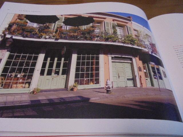 洋書The French Quarter of New Orleans ニューオリンズのフレンチクォーター写真集 旧市街の建築物 スタイル 歴史 _画像2