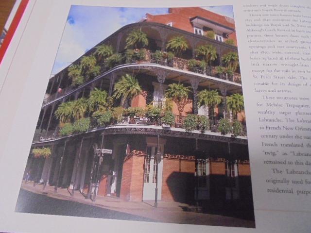 洋書The French Quarter of New Orleans ニューオリンズのフレンチクォーター写真集 旧市街の建築物 スタイル 歴史 _画像9
