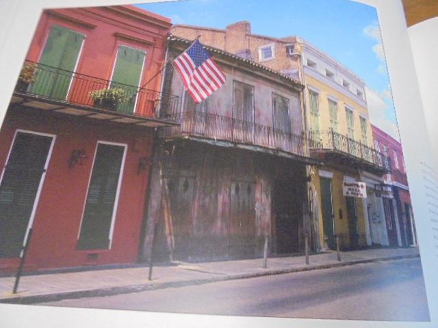 洋書The French Quarter of New Orleans ニューオリンズのフレンチクォーター写真集 旧市街の建築物 スタイル 歴史 _画像10