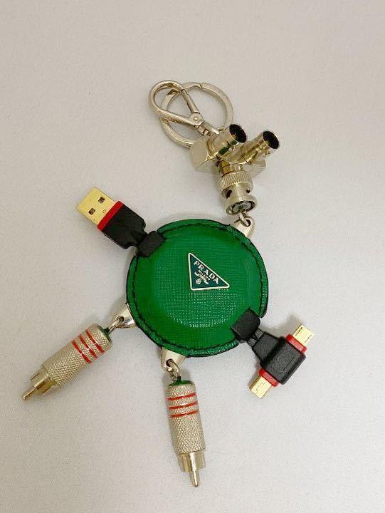 希少物PRADA プラダキーリングUSBxAndroid端口レザー金属素材緑x黒