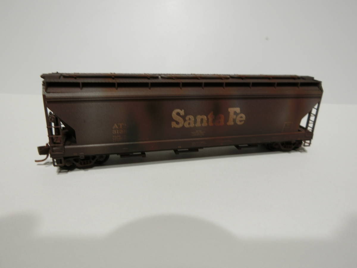 *018* MICRO-TRAINS Nゲージ [WEATHERED] 3 Bay ACF Centerflow Covered Hopper【ATCHISON,TOPEKA & SANTA FE】 (MTL-094 44 101) *1輌*