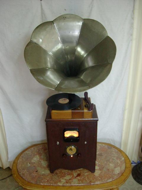 電気文化物 復元・整備済み 完動品 !! 外装自作 テレビアン製 ラッパ式 真空管 電気蓄音機_本機の正面です