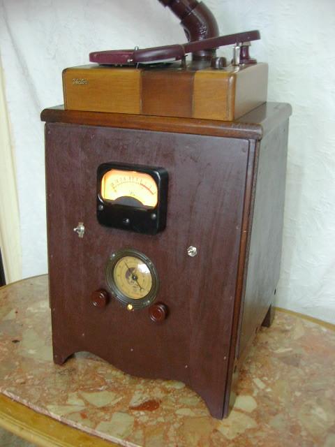 電気文化物 復元・整備済み 完動品 !! 外装自作 テレビアン製 ラッパ式 真空管 電気蓄音機_本機の右前です