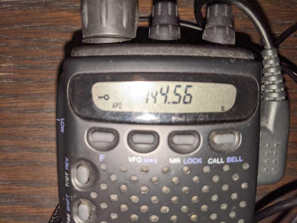KENWOOD アマチュア無線機144MHz TH-22 中古現状(電池式、電池入れ動作確認しました)送料込み_画像3