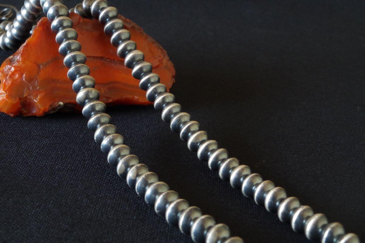 ナバホ族 Sandra Whittington ナバホパール シルバービーズネックレス 燻し仕上げ 6.6mm珠 51.5cm インディアンジュエリー_画像2