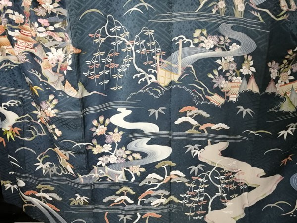 きものさらさ アンティーク着物 桜文様 訪問着 日本刺繍 古典文様 綸子 正絹 大正ロマン_画像8