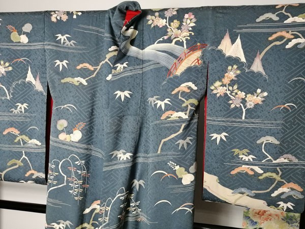 きものさらさ アンティーク着物 桜文様 訪問着 日本刺繍 古典文様 綸子 正絹 大正ロマン_画像10